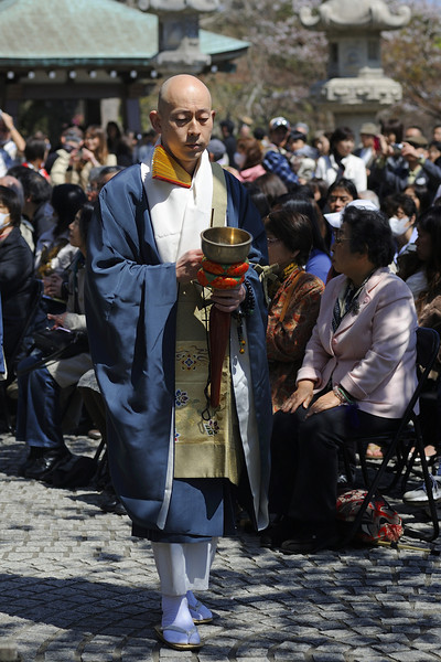 The service starts when the temple's clerics enter the ritual site. They are led by a priest with an inkin, or bell.