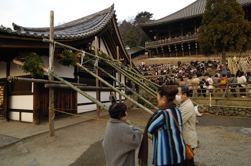 The torches (otaimatsu  お松明). The pine branches are tied to bamboo, and are then brought up the stairs immediately behind the foreground building.