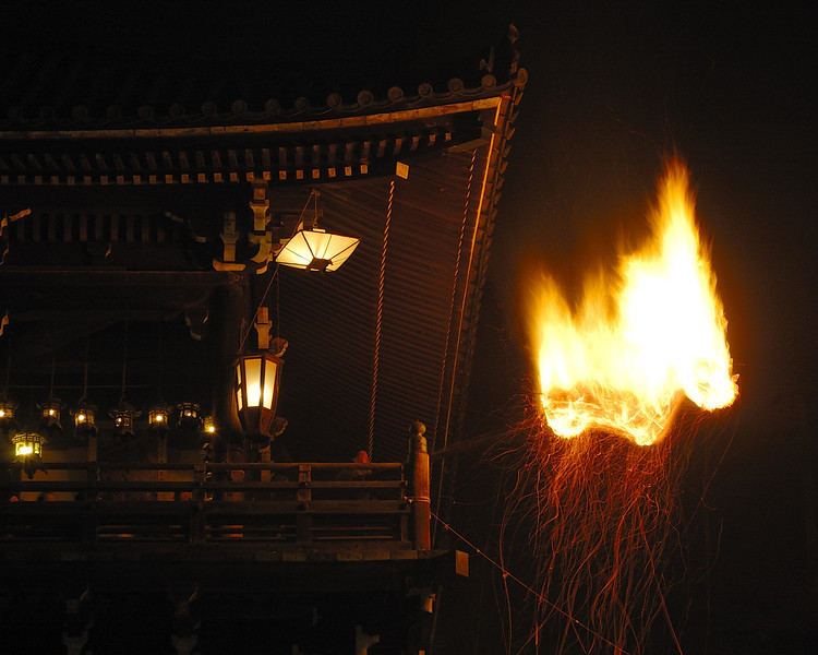 Burning pine bough (taimatsu).