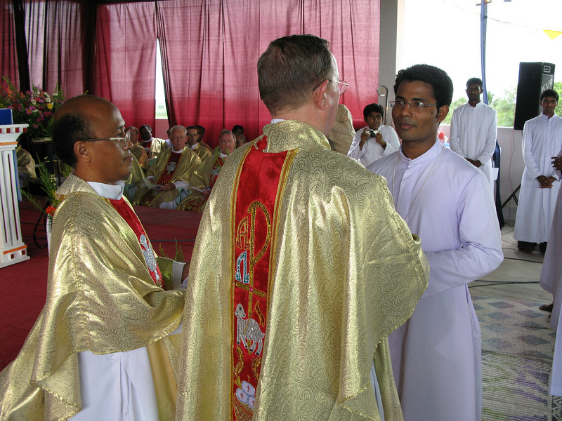 Br. Jijo receives his profession cross.