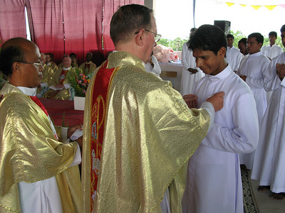 Br. Sunil Receives his profession cross.