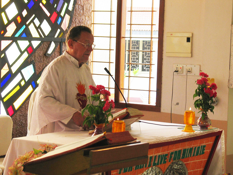 Fr. Martin (District Superior) gives the homily.