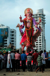 Large Ganpathi idols being taken for immersion into the Arabian Sea. Ganesh Chaturthi [Birthday Of Lord Ganesh] being celebrated by the immersion of Ganesh idols in the Chowpatty beach, Mumbai, India. The birthday of Lord Ganesha is one of the most popular Hindu festivals.