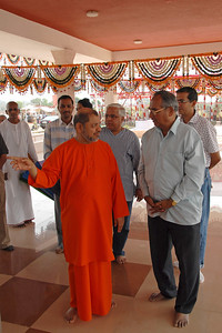 07040037 - Guruji at the Hanuman Temple, Chinmaya Vibhoothi, Kolwan, Maharashtra, India.