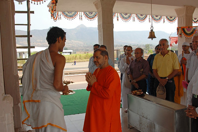 07040029 - Guruji (Swami Tejomayanandaji) at the Hanuman Temple, Chinmaya Vibhoothi, Kolwan, Maharashtra, India.