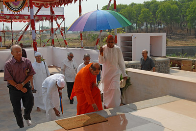 07040014 - Guruji (Swami Tejomayanandaji) entering the Hanuman Temple, Chinmaya Vibhoothi, Kolwan, Maharashtra, India.