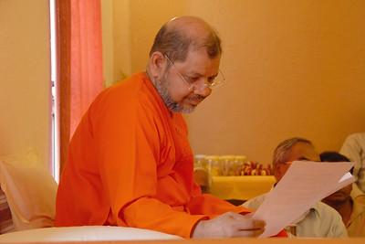 Swami Tejomayanandaji reading a letter