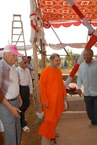 07040012 - Guruji (Swami Tejomayanandaji) arriving at Chinmaya Vibhoothi, Kolwan, Maharashtra, India.