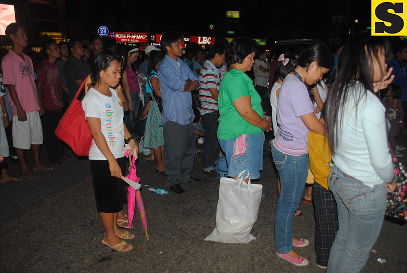 Members of Iglesia ni Cristo (INC) who joined the evangelical mission were solemnly praying outside the Fuente Osmena Circle.