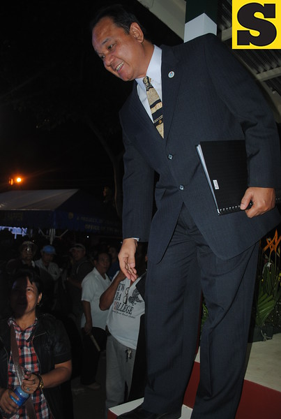Brother Lito Gamboa of Iglesia ni Cristo greeted his brothers and sisters after the grand evangelical mission Tuesday.