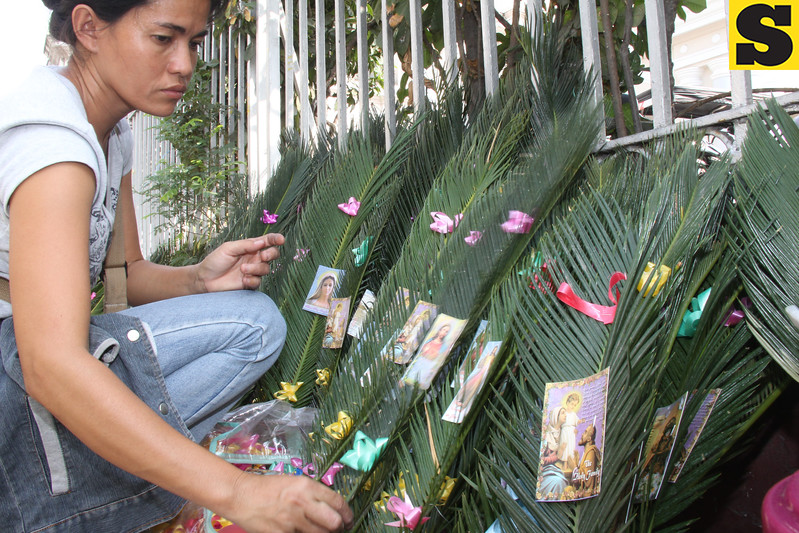 PALM SUNDAY. A vendor in the City of San Fernando arranges palm leaves to be sold to Catholic devotees in observance of the Feast of the Palm Sunday. The feast commemorates Jesus entry to Jerusalem. (Chris Navarro)