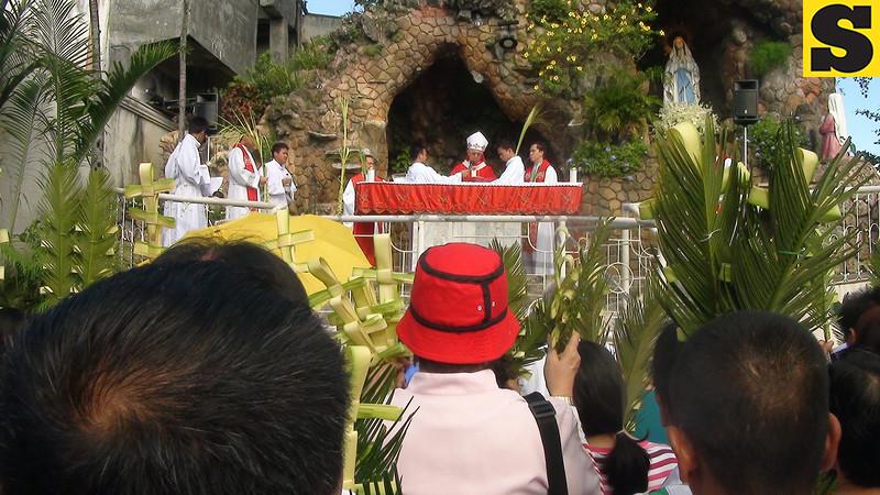 Priests led by Cebu Archbishop Jose Palma gathered on Palm Sunday at the Cebu Metropolitan Cathedral.