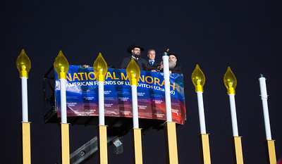 Rabbi Levi Shemtov, Jeffrey Zients and Rabbi Abraham Shemtov light the National Menorah
