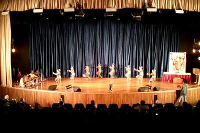 Short video of Gotipua Nritya, Konark Natya Mandap,  Odisha shot on Samsung Galaxy S mobile phone. An ensemble of young dancing boys from temples of Orissa create intricate desings with their tender bodies.  1st Annual Nrtya-Sura-Bharati Festival organized by Chinmaya Naada Bindu (Chinmaya Mission) was held from 24th December to 01st January, 2011 at Chinmaya Vibhooti, Kolwan, Maharashtra.  An 8-day Residential Performing Arts-Experience. Classical concerts by India's master virtuosos and youth performers & 6-Day Performing Arts. Intensives in Dance (Bharata Natyam), Music (Hindustani, Devotional & Western Classical) were held. For more details see:  http://www.chinmayaswaranjali.org/chinmaya_naada_bindu.htm