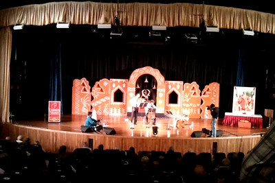 Short video clip shot on Samsung Galaxy S mobile phone of Western Violin & Cello - Gerard & Antom Spronk (Netherlands) just to give a feel of the audio/video.  1st Annual Nrtya-Sura-Bharati Festival organized by Chinmaya Naada Bindu (Chinmaya Mission) was held from 24th December to 01st January, 2011 at Chinmaya Vibhooti, Kolwan, Maharashtra.