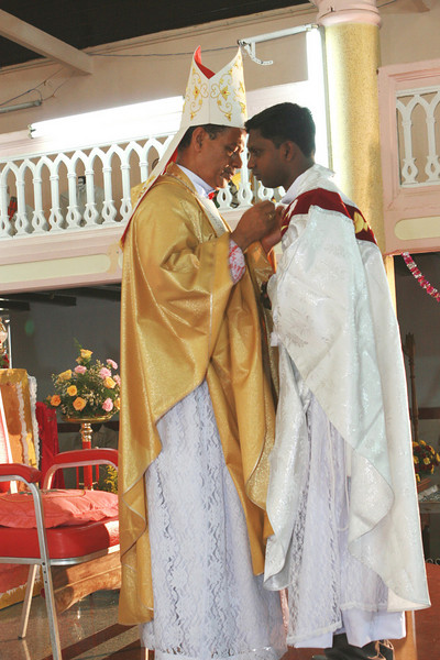 Bishop Thattumkal congratulates Fr. Thomas.