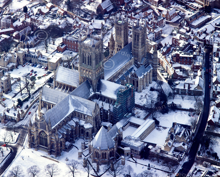 Aerial photo of Lincoln Cathedral in the snow.