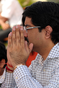 Kumar Mangalam Birla praying wtih folded hands. Swami Tejomayanandaji, Chinmay Mission was the chief guest at the inauguration of the Ganesh Idol at Talegaon on 17th January 2009. Shri Mangal Moorati Moorya (Ganesh Idol) has been a dream project of Basant Kumar Birla and Sarala Birla. The beautifully sculpted idol of Ganesha, measuring 54 ft stands towering on a hillock astride the Pune-Mumbai express and NH-4. Designed by the famous sculptor Sri Matu Ram Verma and his son, Naresh Kumar Verma of Pilani, Rajasthan, it took three years of relentless hard work  to make this reinforced concrete idol which is covered with a copper coating.