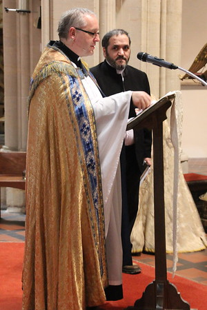 Provost Kelvin Holdsworth introducing Sheikh Saeid Sobhani prior to the fourth reading. 24 December 2014