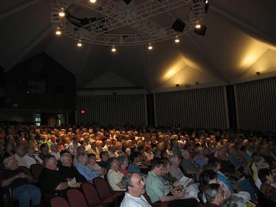 A crowd of 800 gather in Detroit, MI to hear Fr. Helmut speak.