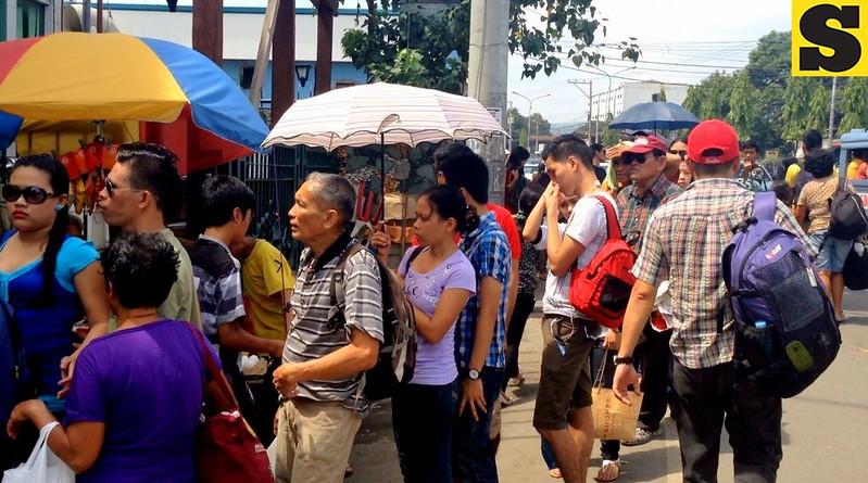 Passengers patiently wait for their turn to enter the Cebu South Bus Terminal on Friday, November 1, 2013.  (Mariz Puyo/Kim Yuhico/Sunnex)