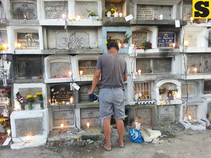 A man cleans his loved ones' tomb and offers his prayers at the Carreta Cemetery, Cebu City on Friday, November 1, 2013.  (Phoebe Antonio/Aireen Miñoza/Sunnex)