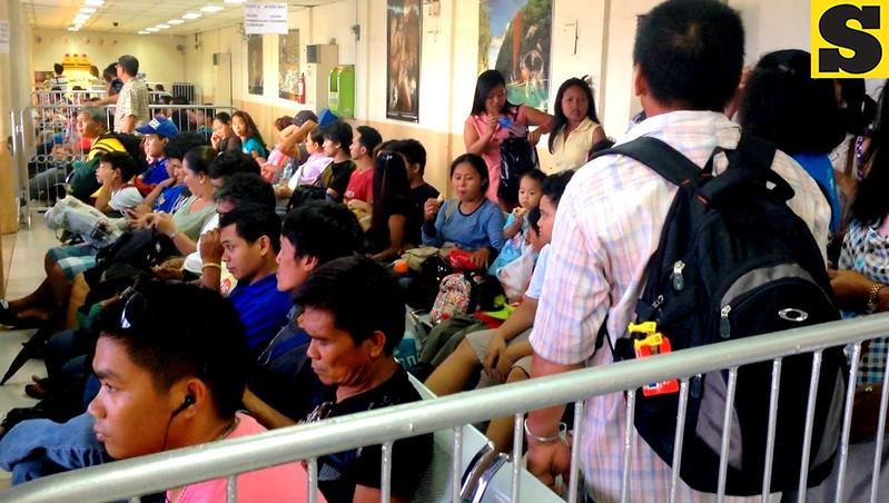 Thousands of passengers flock to the Cebu South Bus Terminal on Friday, November 1, 2013. (Mariz Puyo/Kim Yuhico/Sunnex)