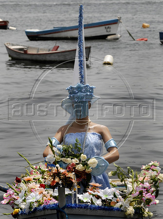 Devotes of Afro-Brazilian religions give offerings in the Guanabara bay to the African deity of the sea and fertility, Yemanja, Rio de Janeiro, Brazil, February 2, 2011. The festival day corresponds with the Roman Catholic feast of Nuestra Senora de Navegantes, Our Lady of Seafarers, which is also celebrated in Rio de Janeiro. She is also known as the sea-goddess and his devotes give in the sea offerings with flowers, perfumes and wines. Transported by West African slaves to the Americas throughout the hundreds of years of the existence of slavery in the New World. (Austral Foto/Renzo Gostoli)