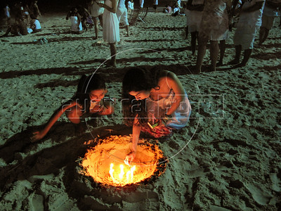 Devotees of Afro-Brazilian religions light candels to honor the African deity of the sea and fertility Yemanya, to ask for a lucky 2010, at Copacabana beach, Rio de Janeiro,  Brazil, December 31, 2009.  (Austral Foto/Renzo Gostoli)