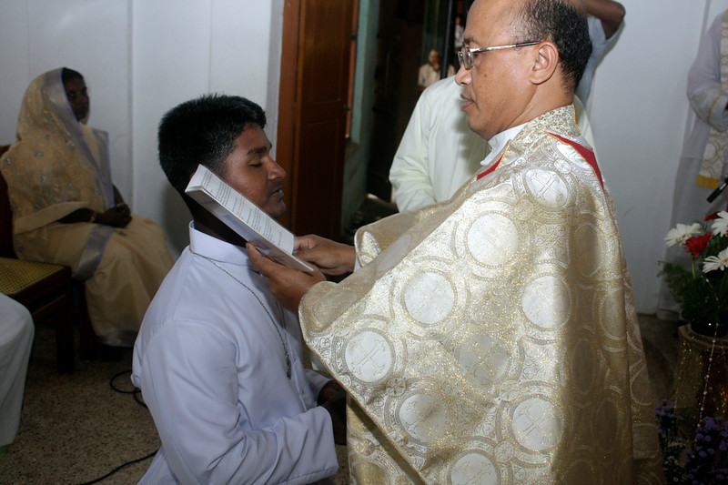 Fr. Kusmaryadi, SCJ India District Superior, gives the Profession Cross to Br. Sajeevan.