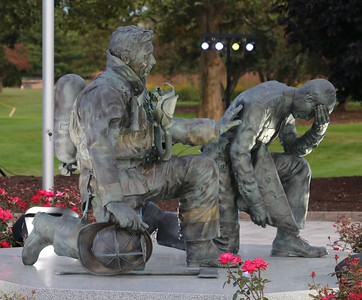 The bronze statue at the Michigan Fallen Heroes Memorial. (Aileen Wingblad/Digital First Media)