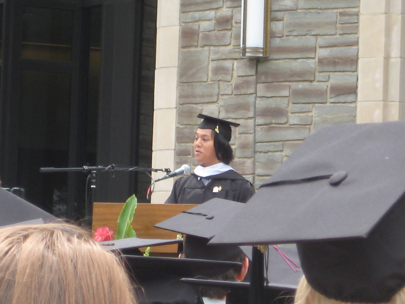 Dave de la Fuente addressing his fellow graduates at the diploma ceremony.