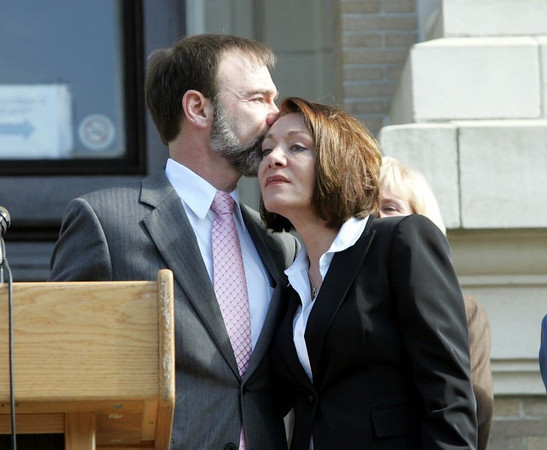 Ocean City: Joel gives Dianne a kiss <br /> <br /> (Front page photo courtesy of the Press of Atlantic City)