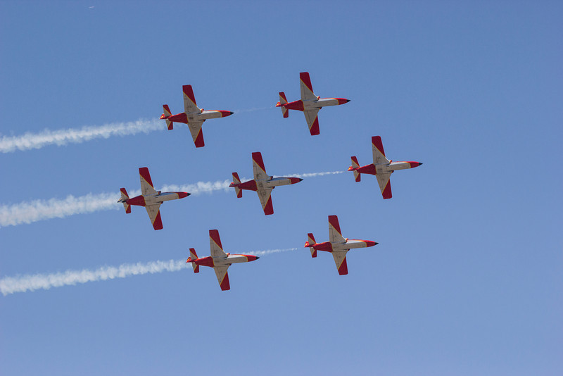 Patrulla Águila (Sasok Őrjárata, Spanyolország) bemutatórepülés közben - C-101