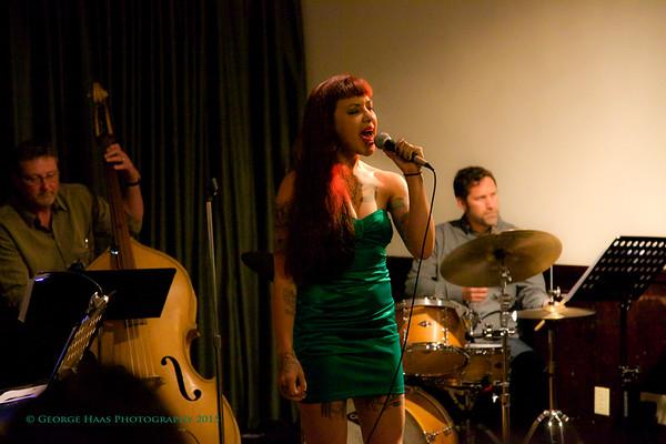 Lupa Nox Sings