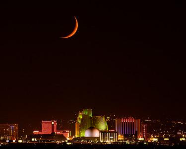 Reno skyline Moonset 8939