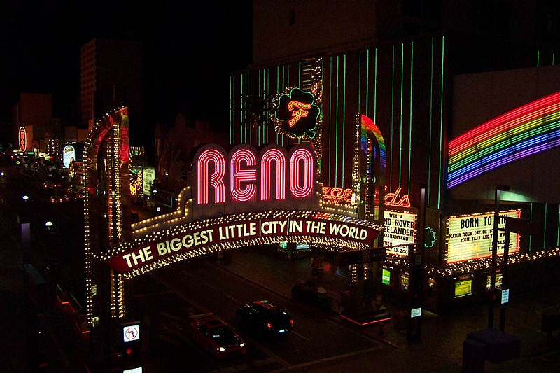 One last shot of the arch all lit up.<br /> [Reno]