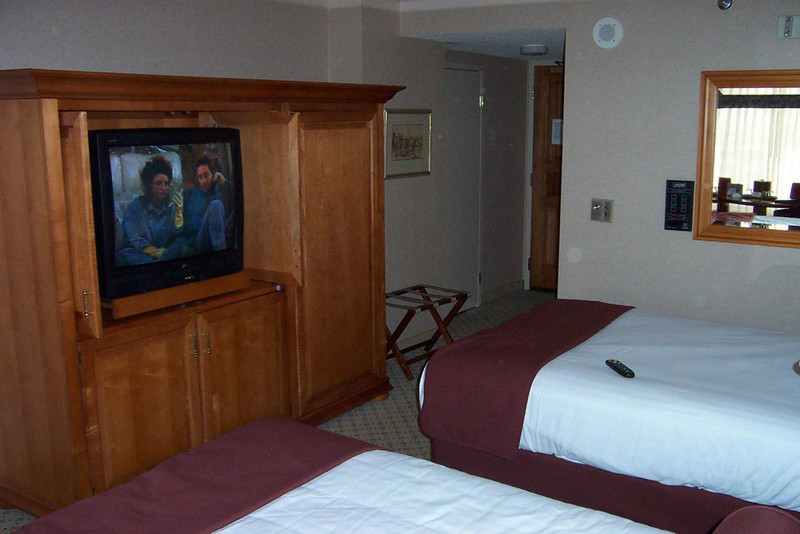 There was only one odd thing about my room at Harrah's.  Unlike the room Dave had here, my room was handicapped-accessible.<br /> [Reno]