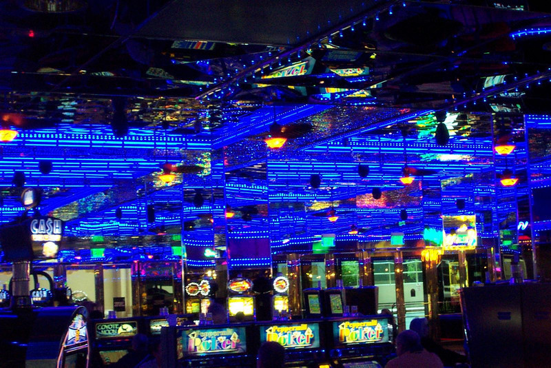 I find the color scheme of the Peppermill's casino paradoxically soothing and exciting!<br /> [Reno]