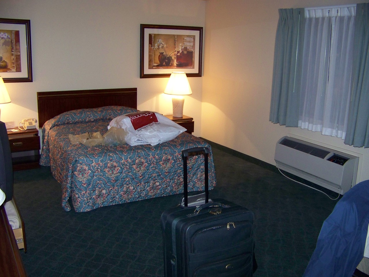 I slept in this room on the other side of the suite.<br /> [On the road to Reno - Best Western Miner's Inn in Yreka, CA]