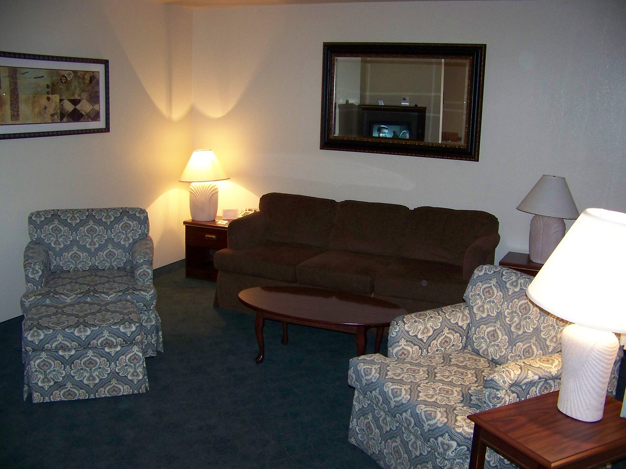 This was the living room in our suite.<br /> [On the road to Reno - Best Western Miner's Inn in Yreka, CA]