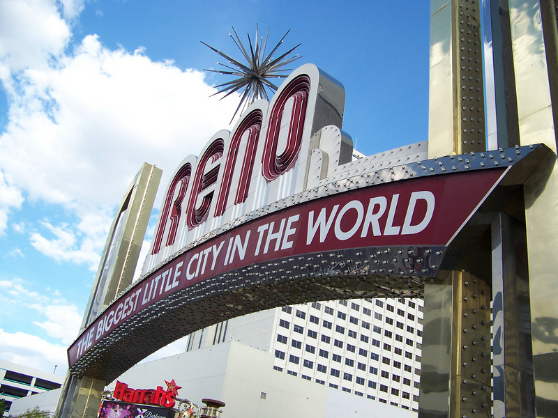 We relocated about two and a half miles north, to the heart of downtown right by the famous arch.  Well, all except Kay, who stayed in her sad little motorlodge room at the Atlantis the whole time.  Poor Kay!  :-)<br /> [Reno]