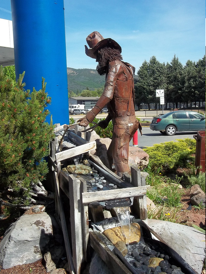 Nearby, another miner statue was panning for gold, complete with running water.<br /> [Yreka, CA]