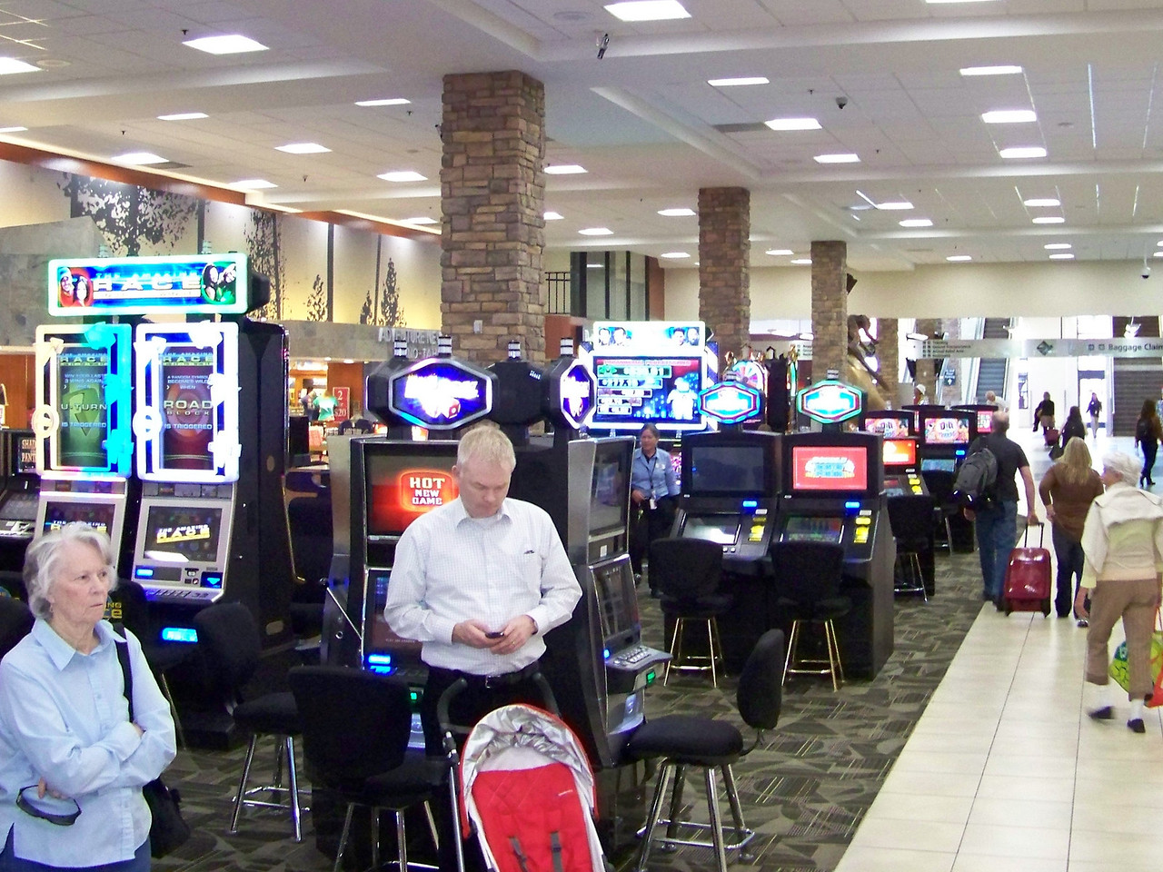 After the carwash, we made it to the airport with time to spare.  Good thing they have slot machines in the terminal to keep us busy!  :-)<br /> [Reno]