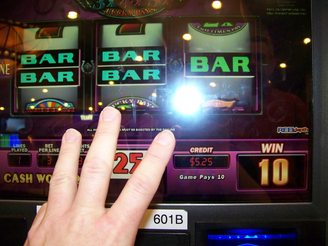 Jeff's spin #3 on the Wheel of Fortune machine.  Result: Win 10 quarters ($2.50).  Balance: $5.25.<br /> [Reno]