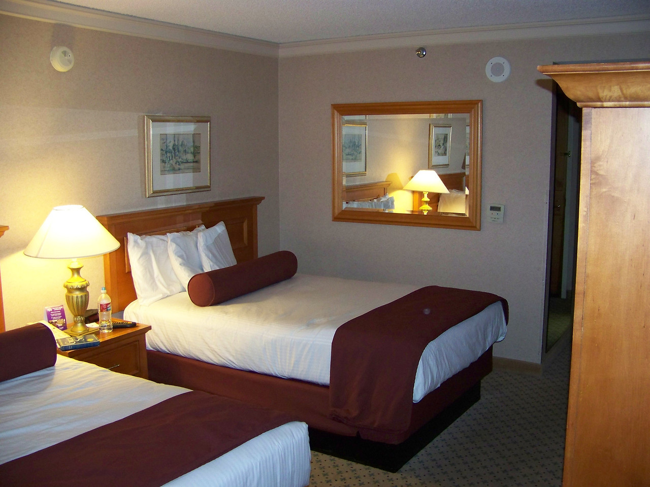 Another shot of my room at Harrah's.  I'm not sure why, but I always feel very comfortable here.  I definitely prefer the east tower over their west tower!<br /> [Reno]