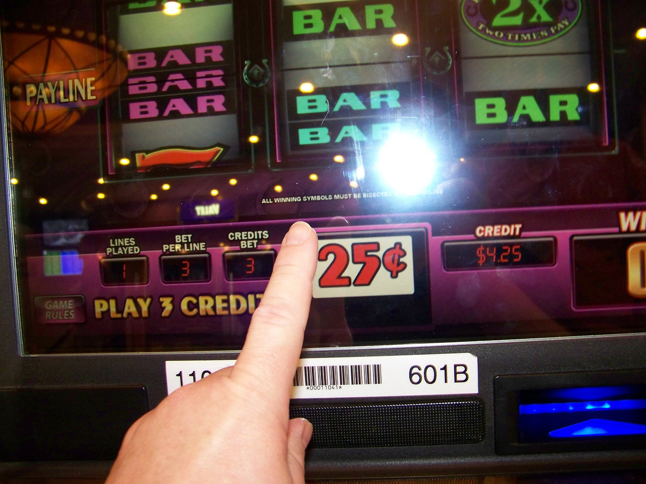 Jeff's spin #1 on the Wheel of Fortune machine.  Result: No win.  Balance: $4.25.<br /> [Reno]
