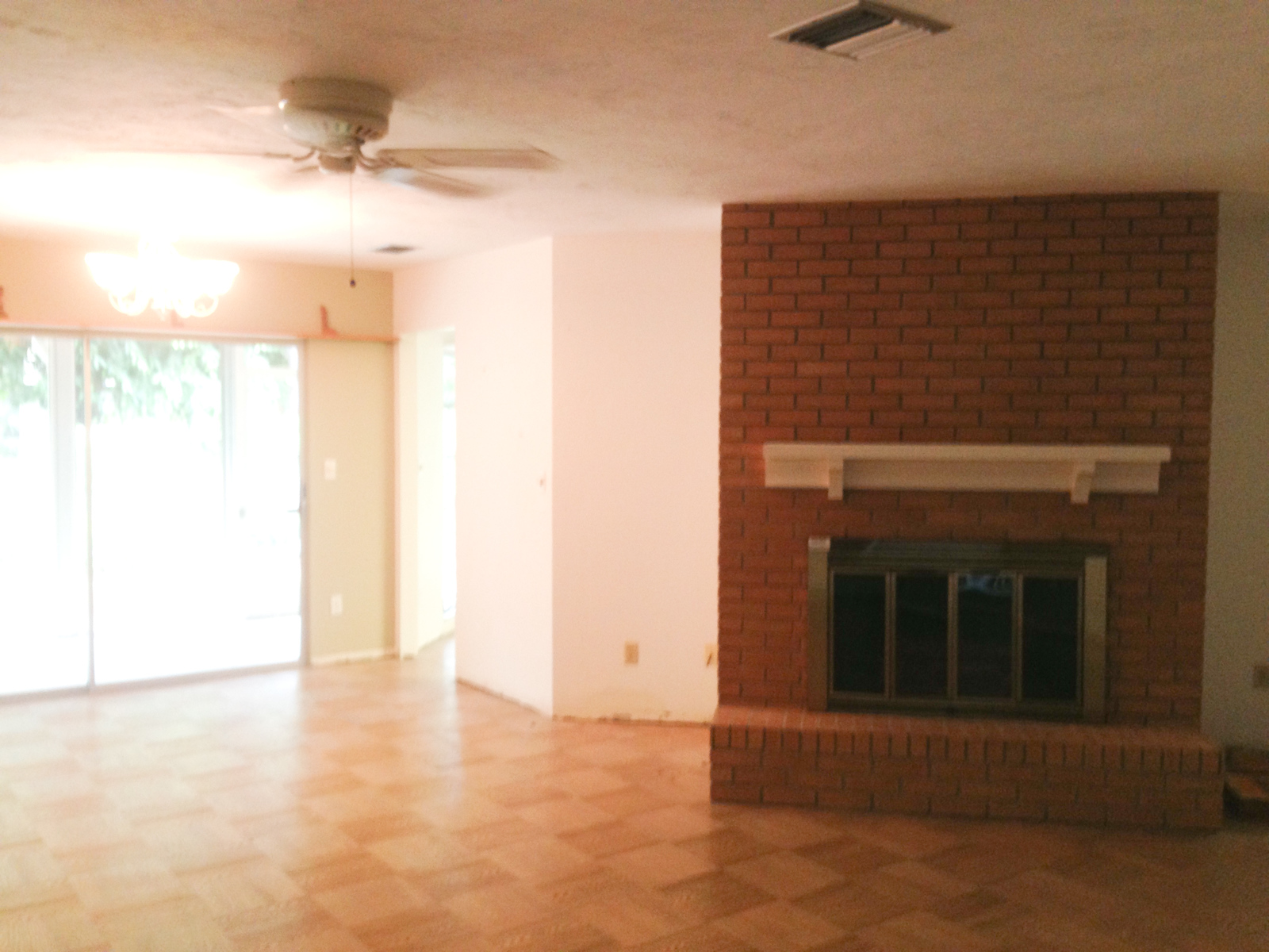 Picture of the fireplace before we moved in