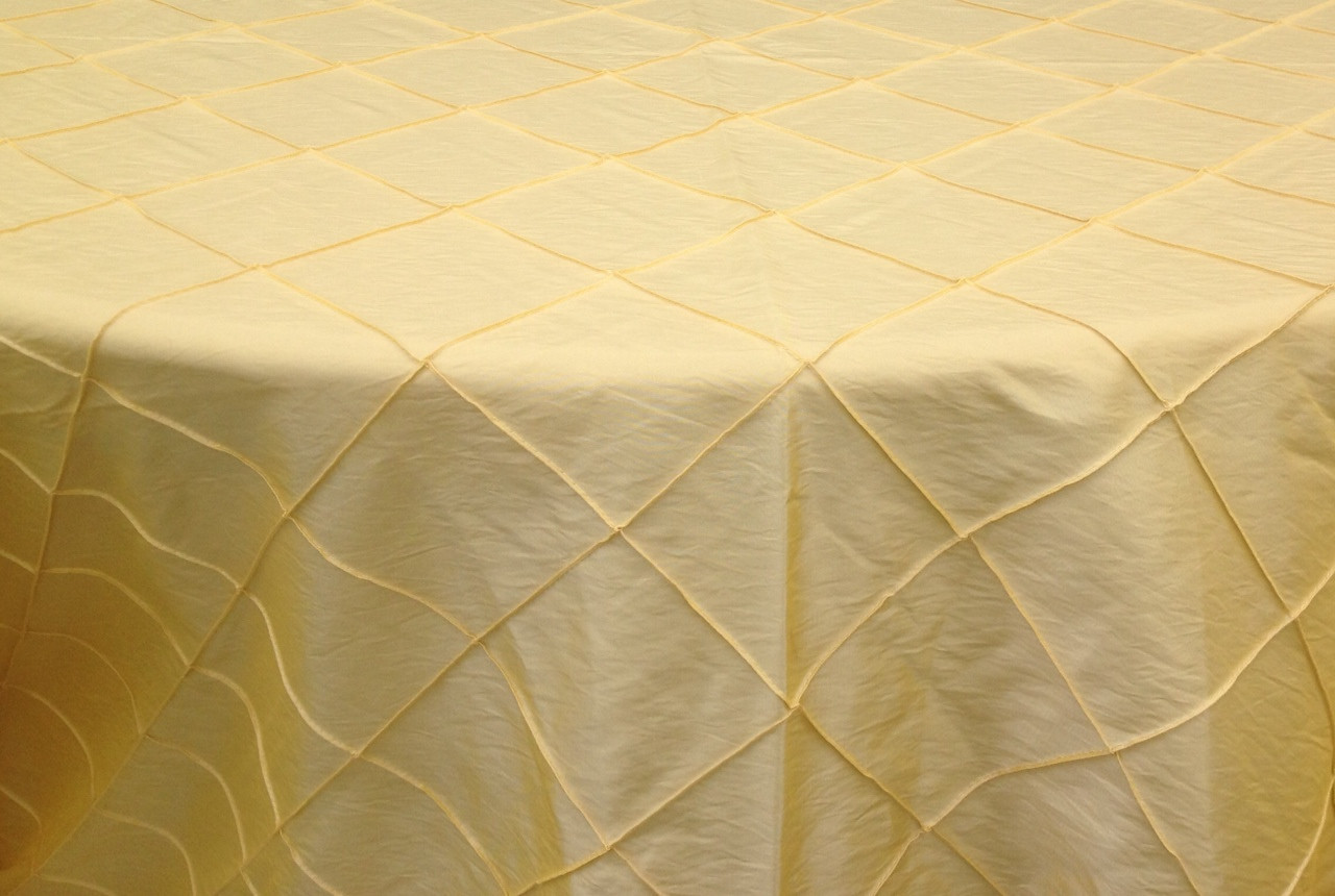 "4"" Pintuck Taffeta - Maize Available Linens: 132"" Round"