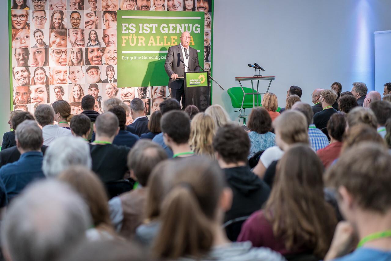 """Uwe Hück, Betriebsratsvorsitzender und stellvertretender Aufsichtsratsvorsitzender der Porsche AG, auf dem Gerechtigkeitskongress """"Es ist genug für alle da"""" von Bündnis 90 Die Grünen, FORUM Factory, Berlin, 17. Juni 2016"""
